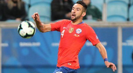 Panathinaikos negó tener un principio de acuerdo para fichar a Mauricio Isla