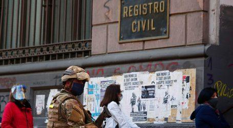 Largas filas en el Registro Civil de Valparaíso por atención de fin de semana