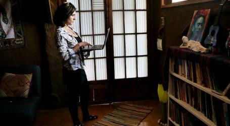 Artista viñamarina se reinventa con talleres de escritura creativa a distancia