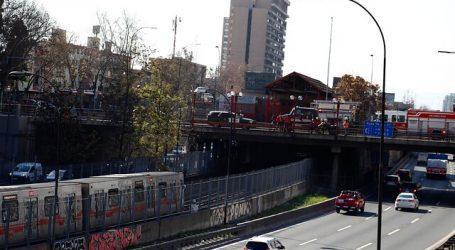 Metro suspende servicio en estación Santa Ana por persona en las vías