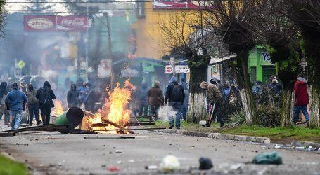 Detienen a dos funcionarios de la FACh por lanzar piedras a vehículo policial
