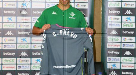 Claudio Bravo entrena con normalidad y volvería este domingo al arco del Betis