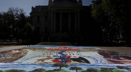 Greenpeace despliega enorme obra frente al Museo de Arte Contemporáneo