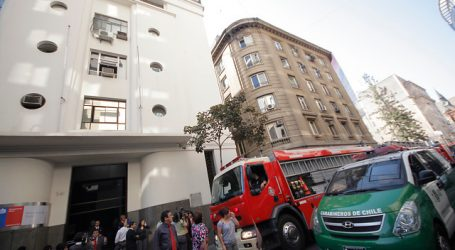 Evacuan edificio del Minsal en el centro de Santiago por posible fuga de gas