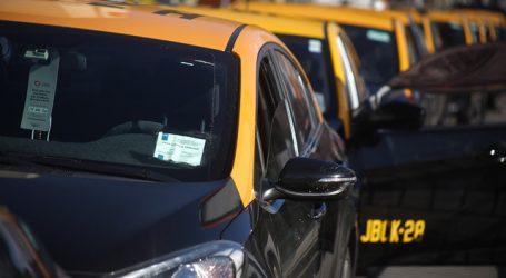 Parque vehicular de taxis básicos y colectivos es congelado hasta el año 2025