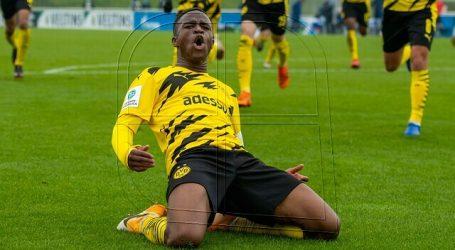 El Schalke 04 fue multado por insultos racistas contra Youssoufa Moukoko