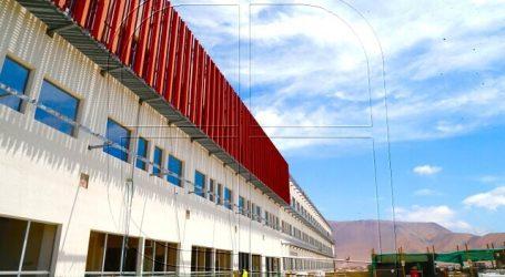 Dougnac inspecciona avance en la construcción del Hospital de Alto Hospicio