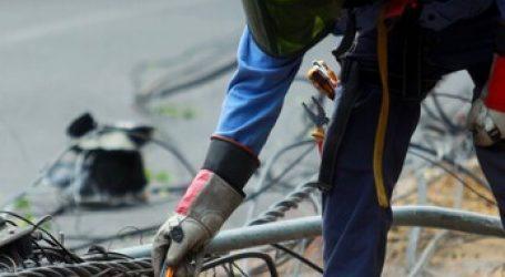 Camión derribó 7 postes del tendido eléctrico en la comuna de La Reina