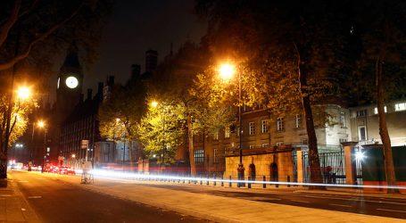Reino Unido restringe la Navidad con entrada de Londres en confinamiento total