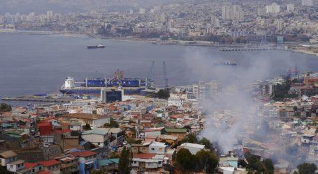 Al menos cinco viviendas destruidas por incendio en Cerro Toro de Valparaíso