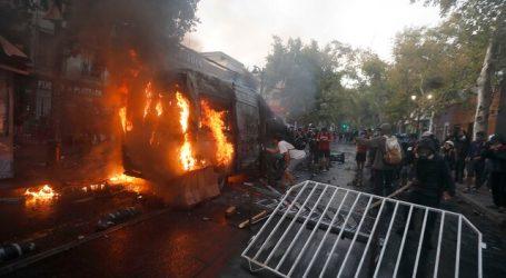 Galli apuntó a diputada Catalina Pérez tras quema de furgón policial