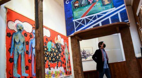 ¡Ya no hay cupos! Comenzó la muestra de pinturas de Mon Laferte en Valparaíso