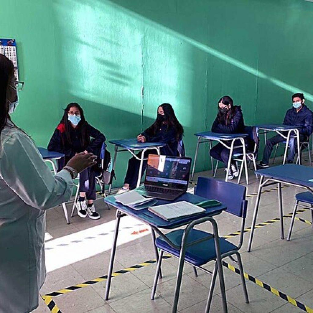 Dos colegios de la RM en cuarentena preventiva por Covid-19