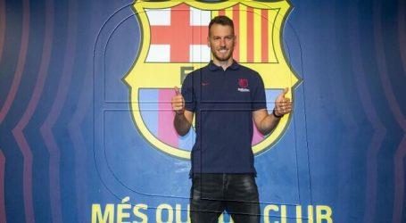 Neto es baja indefinida en el FC Barcelona por un esguince de tobillo