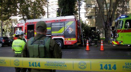 Bomberos concurre a edificio en Providencia por emergencia química