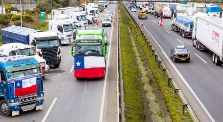 Camioneros firman acuerdo y terminan corte de ruta internacional en Magallanes