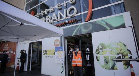 Cierran supermercado Líder en Puente Alto por brote de Covid-19
