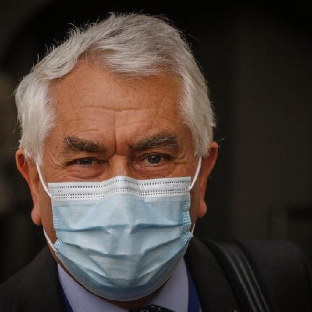 """Ministro Paris: """"No hay ninguna detención en el plan de vacunación"""""""