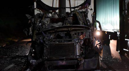 5 vehículos fueron quemados tras el desalojo de una toma en La Araucanía