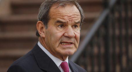 Ministro Allamand realiza cuarentena preventiva por contacto estrecho
