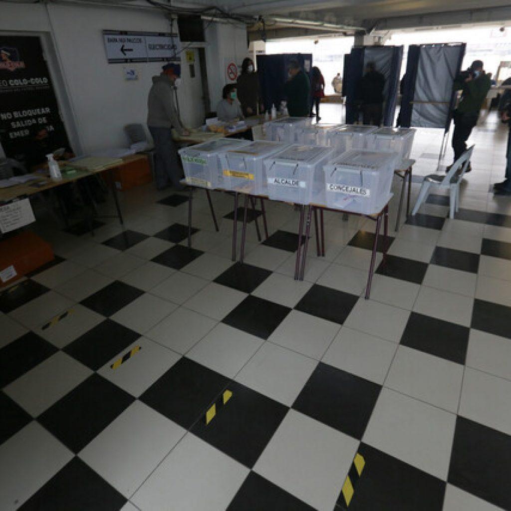Mujer es detenida por fotografiar su voto en el estadio Monumental