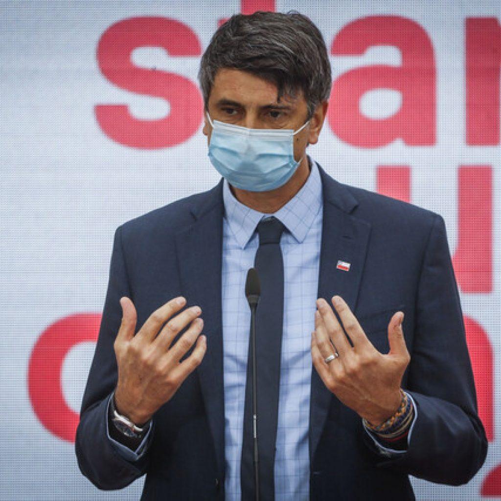 Ministro Andrés Couve destacó aprobación de vacuna Janssen