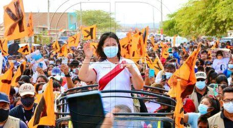 """Fujimori exige recuento de votos """"hasta el final"""" tras asistir a marcha en Lima"""