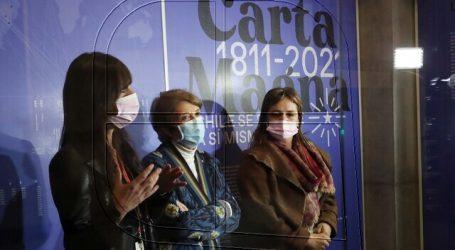 """Inauguran muestra """"Carta Magna, Chile se escribe a sí mismo"""" en Palacio Pereira"""
