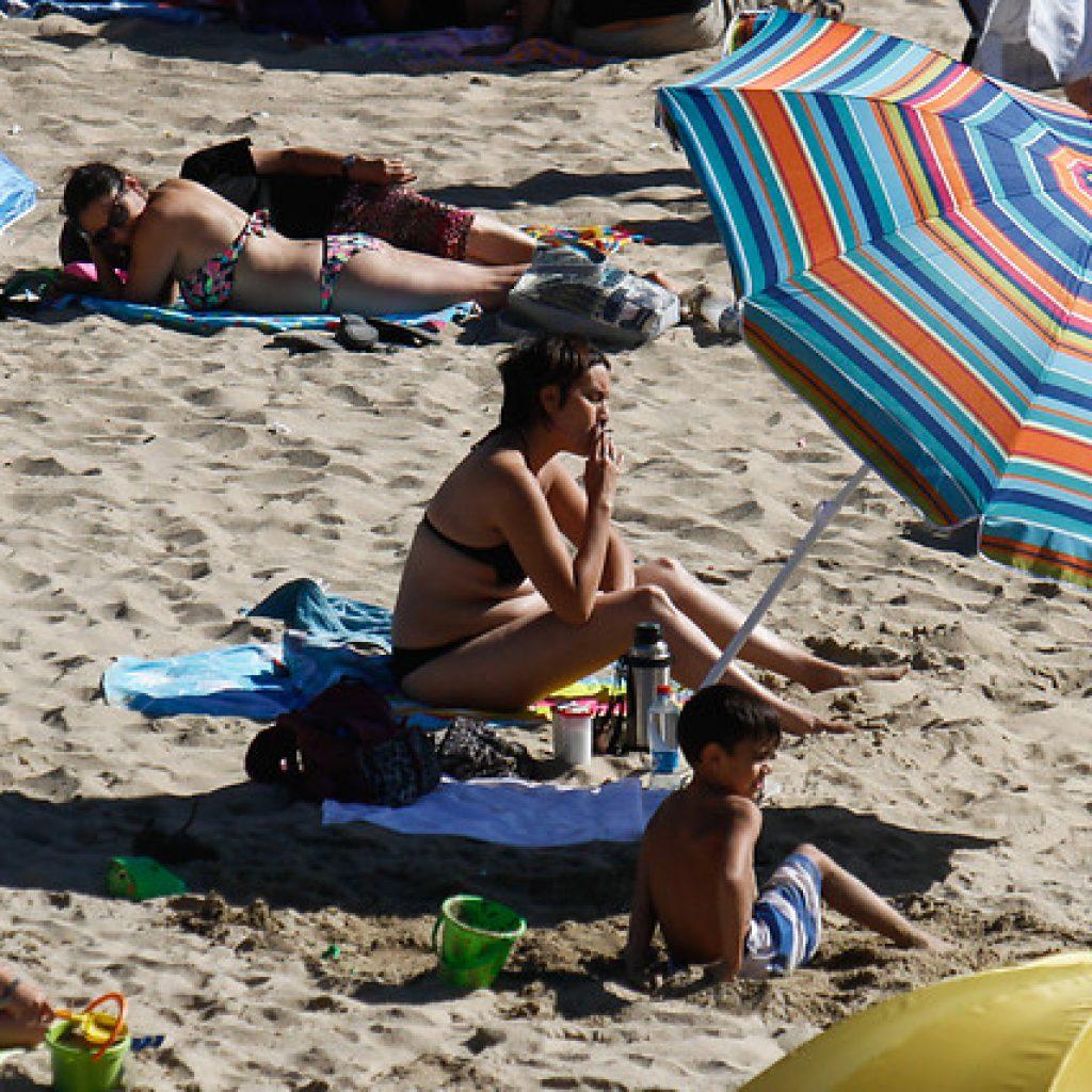 Llega al Senado proyecto que prohíbe fumar en playas, lagos y ríos