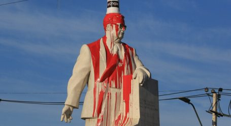Vandalizan monumento a Salvador Allende en la comuna de San Joaquín