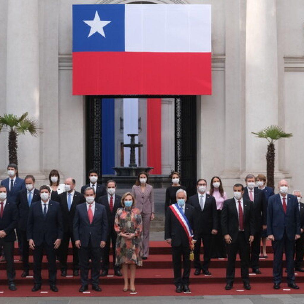 Presidente Piñera se toma tradicional foto de 18 de septiembre con su gabinete