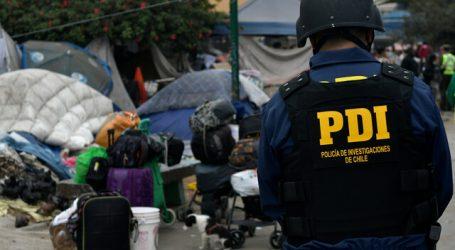 Carabineros desaloja a una decena de migrantes de una plaza en Iquique