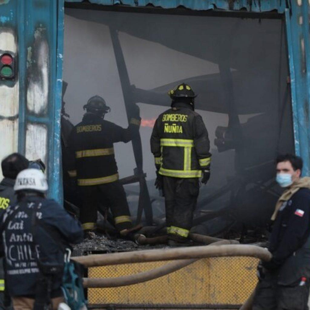 Una trabajadora murió en grave incendio de fábrica en Macul