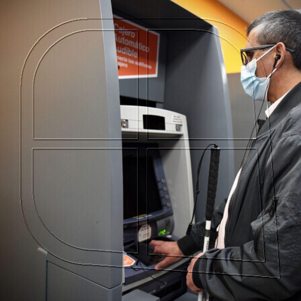 """BancoEstado presenta red de cajeros automáticos """"audibles"""""""