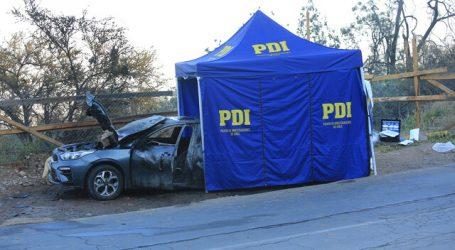 Peñalolén: Hallan cuerpo de una persona en maletero de auto incendiado