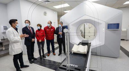 Autoridades visitan instalaciones de Acelerador Lineal del Hospital de Valdivia